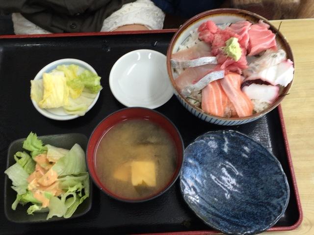 本当に上手い海鮮丼ならココ!【竹家食堂】横浜中央卸売市場  幻の「ネギトロ番長」とは?
